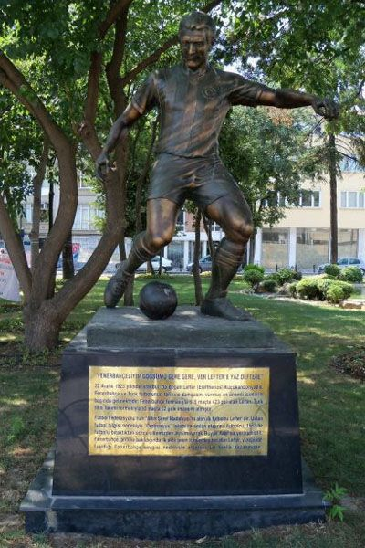 The statue of Lefter Küçükandonyadis