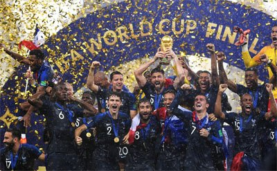France players with the trophy